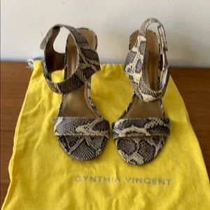 Cynthia Vincent Leopard heels with dust bag